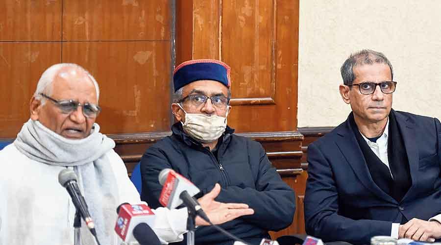 Prashant Bhushan (centre), Justice BG Kolse-Patil (left) and lawyer Mehmood Pracha on Wednesday