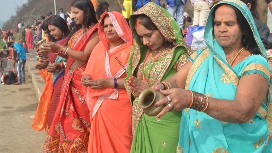 Women offer prayers to the Sun god on the occasion of Makar Sankranti, a festival dedicated to the sun, on the bank of river Damodar at Mohalbani Ghat in Dhanbad on Thursday..