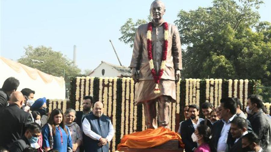 Amit Shah inaugurating Arun Jaitley's statue at the DDCA.