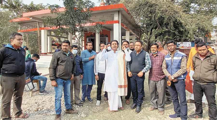 A group of Vishwa Hindu Parishad and BJP supporters on Friday in front of a temple at Dangapara in Jalpaiguri from where they initiated the collection drive