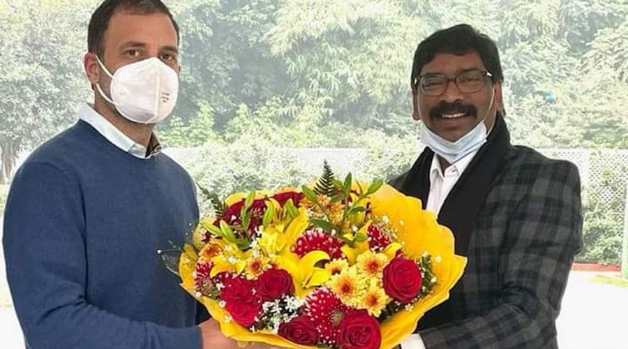 Chief minister Hemant Soren presents a bouquet to Congress leader Rahul Gandhi in Delhi on Monday.