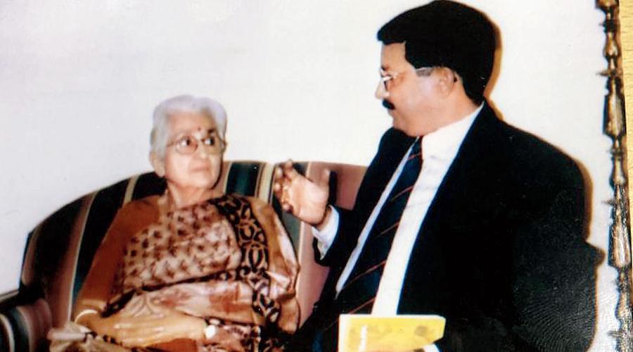 Col Lakshmi Sahgal, CO, Rani of Jhansi Regiment, with Lt Col Pratapaditya Mazumdar in January 1994.