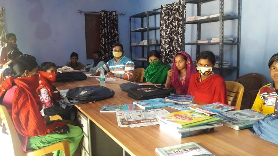 Children reading books at a public library in Jamtara.