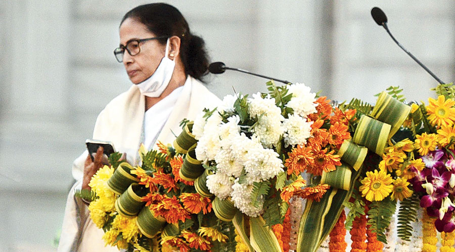 Mamata Banerjee on her way back to her seat after telling the audience at Victoria Memorial that in protest, she is not making a speech.