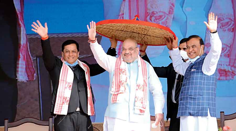 Union home minister Amit Shah with chief minister Sarbananda Sonowal (left) and other BJP leaders at the  Nalbari rally on Sunday