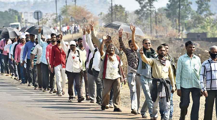Farmers from Nashik walk along the Nashik-Mumbai highway to take part in the rally in Mumbai on Monday