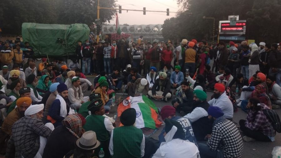The gathering of farmers after Navdeep was killed at ITO crossing in Delhi on Tuesday.