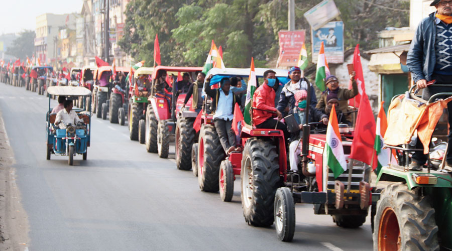A tractor rally against the farm laws in Burdwan on Tuesday.