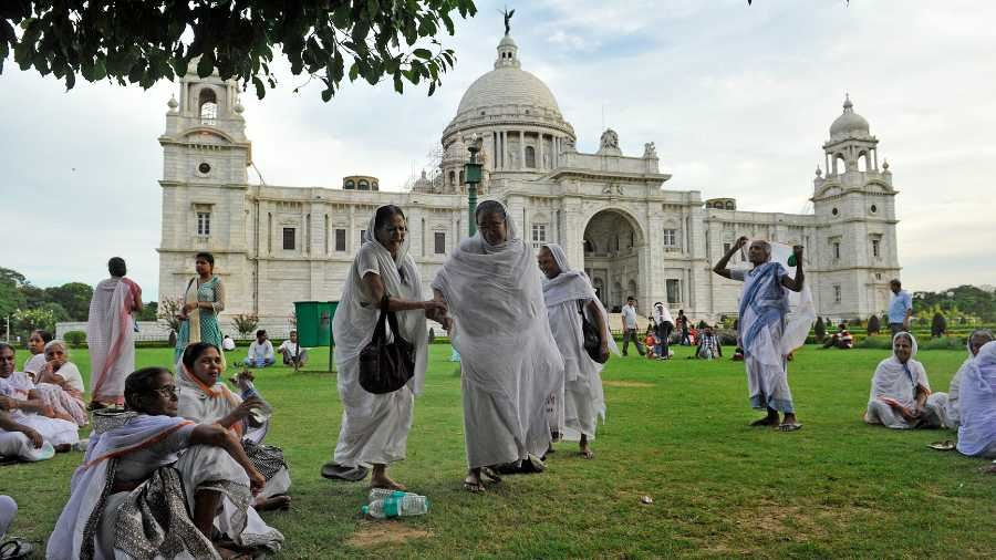 ABOVE PAAR: A file picture of Vrindavan widows at Victoria Memorial on World Widow Day