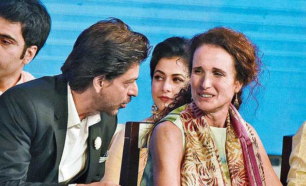 Andie MacDowell with Shah Rukh Khan at the opening ceremony of the Kolkata International Film Festival.