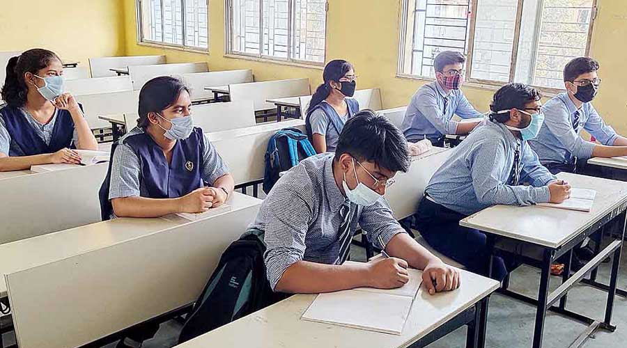 Prime Minister Narendra Modi had on Thursday advocated the teaching of technical courses in Indian languages while interacting with heads of the IITs and other centrally funded technical institutions.