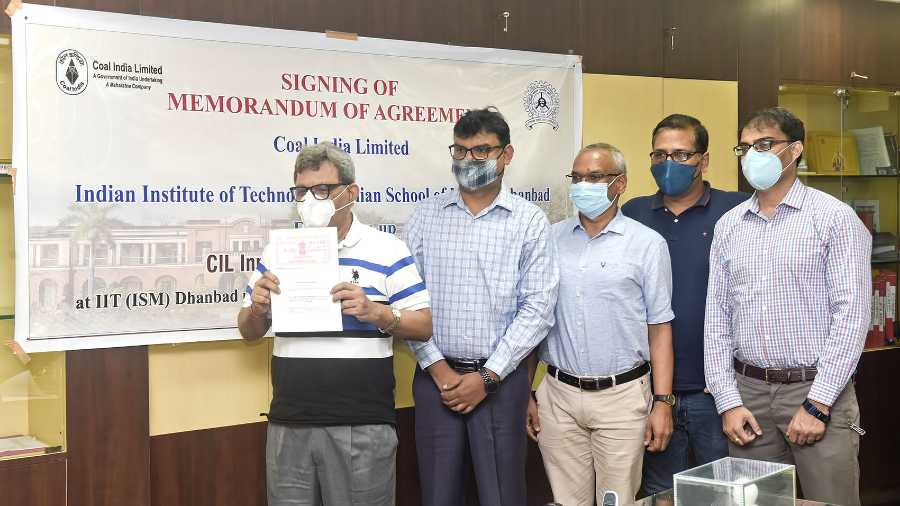 After the signing of the MoA Rajeev Shekhar (in white T-shirt), Director, IIT (ISM) Dhanbad along with the professors of the institute display the document in their Dhanbad office on Tuesday