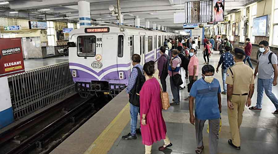 Metro ferried 1,28,957 passengers on Friday.