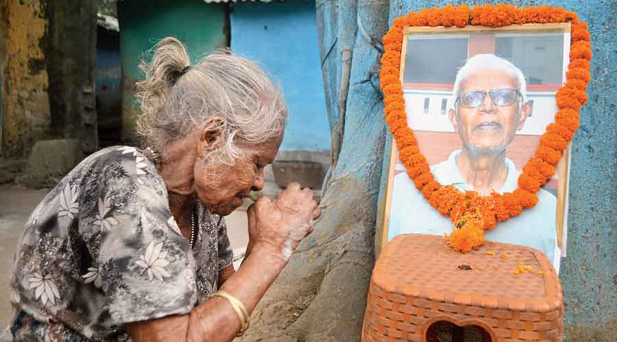 A woman pays tribute to Father Stan Swamy at Bankati leprosy colony in Jharia, Dhanbad, on Saturday.
