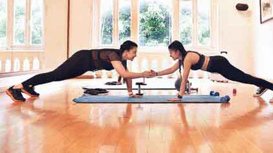 Shoulder tap to clap /Hatha yoga