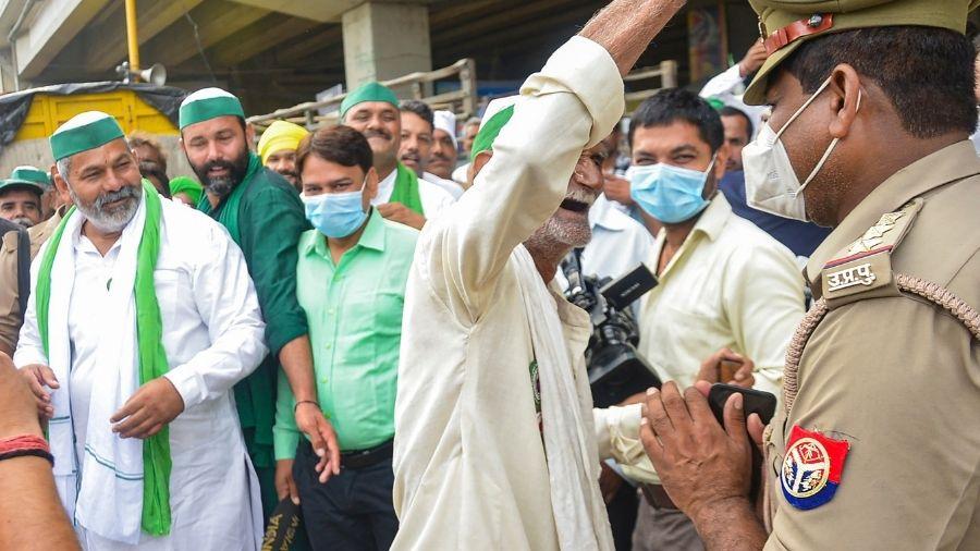 Farmers leave for Jantar Mantar from Singhu border in Delhi on Thursday.