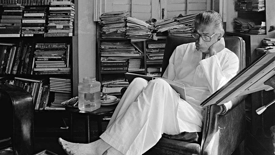 Derry Moore, Satyajit Ray at his residence, Calcutta, 1980, Silver gelatin print.
