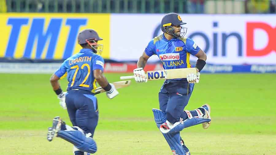 Half-centuries from Fernando and Rajapaksa propel the hosts to a three-wicket victory despite a late slide. India still win the series 2-1.
