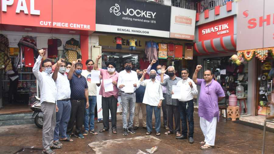 Traders of Rajender Market in Bank More, Dhanbad demonstrating against online trading within the market premises on Tuesday.