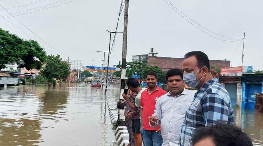 Hatia MLA (in cheque shirt) Naveen Jaiswal at Argora Road along Harmy bypass (VIP road) in Ranchi on Saturday.