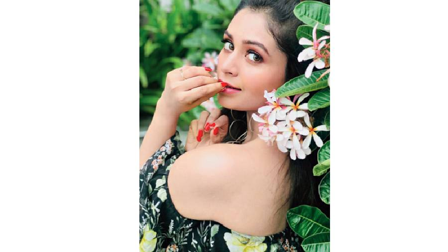 The thought of flowers puts Ritabhari in a positive mind frame