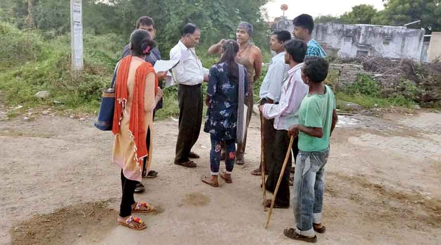 Surveyors meet villagers engaged in job scheme projects  in Jharkhand.