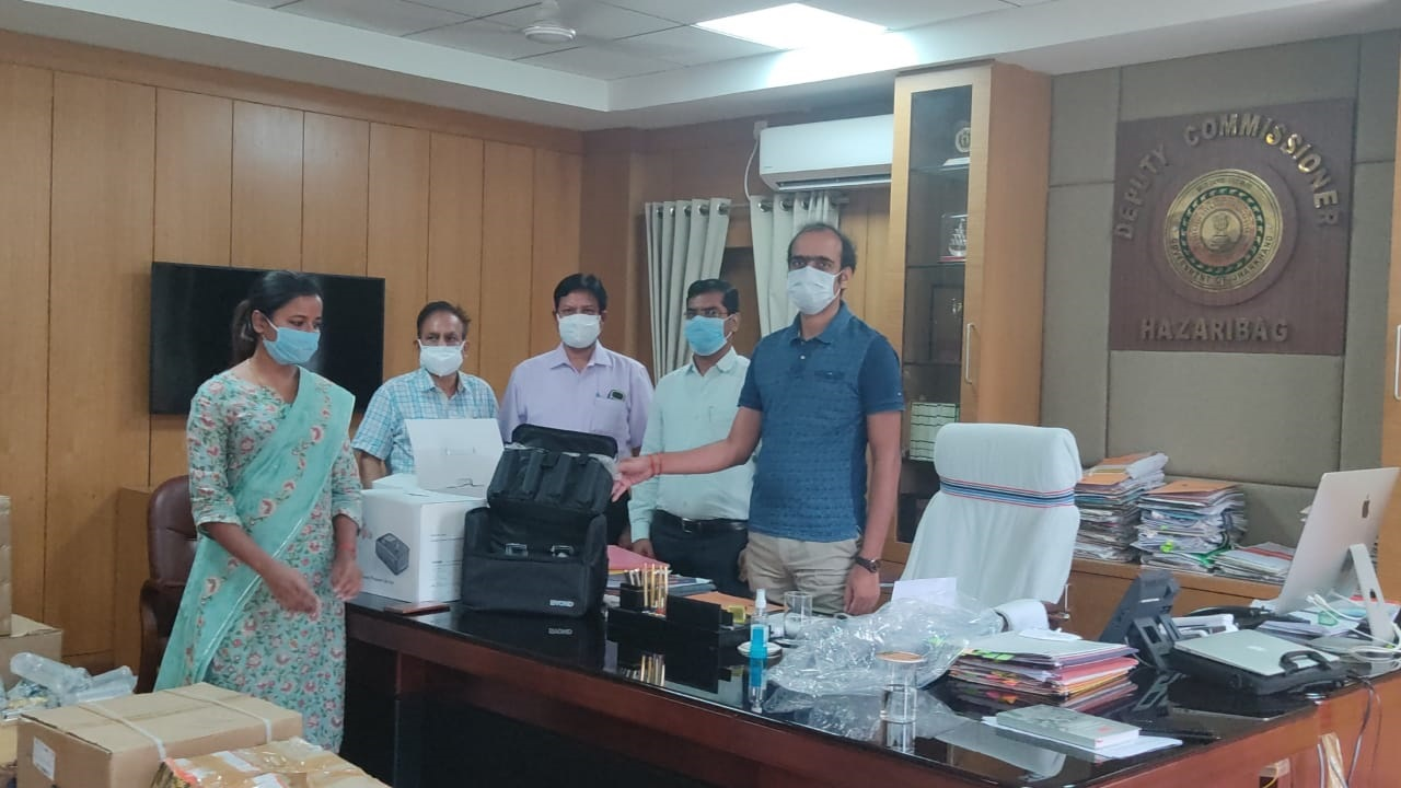 Deputy commissioner Aditya Kumar Anand takes medical equipments from former students of IIT Kanpur in Hazaribagh on Tuesday.