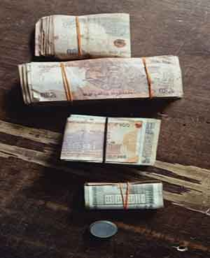 The cash recovered from the thieves. Picture by Vishvendu Jaipuriar