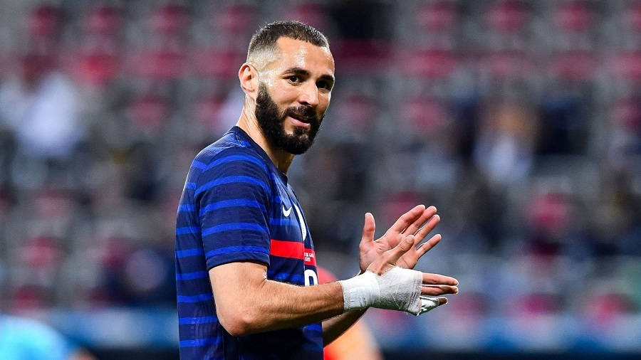 Karim Benzema missed the penalty in the 27th minute.