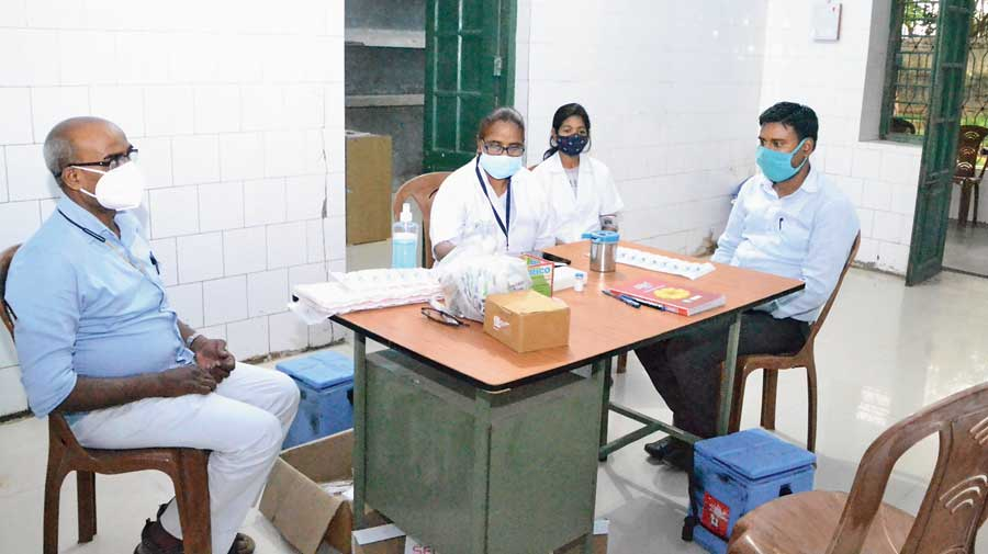 The Covid vaccination team at the primary health centre in Dehri-on-Sone in Rohtas district waits for recipients on Tuesday.