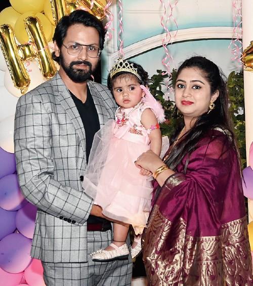 Rahul with daughter Bannvi and wife Madhubanti