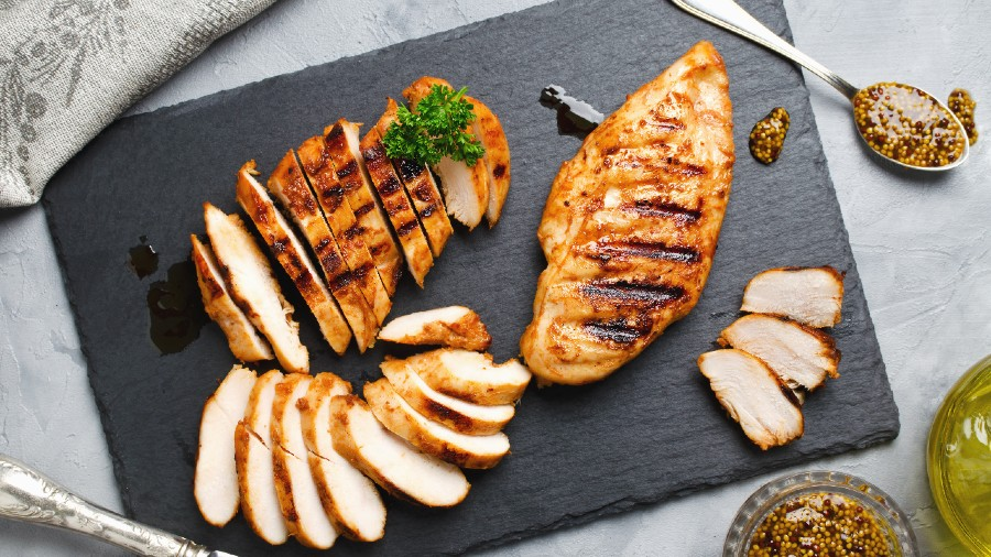 What self-respecting non-vegetarian, anywhere on the planet doesn't love a bit of chicken?