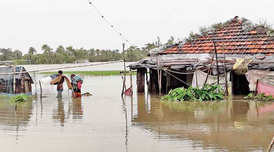 Around 3,000 people from Mousuni Island and 1,100 from Ghoramara have been shifted to flood centres in South 24 Parganas.
