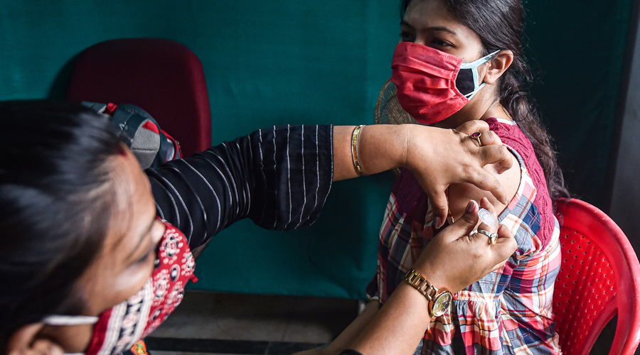 More than 20,000 residents were vaccinated at 83 session sites across Ranchi, while 85 session sites inoculated over 18,000 residents in East Singhbhum.