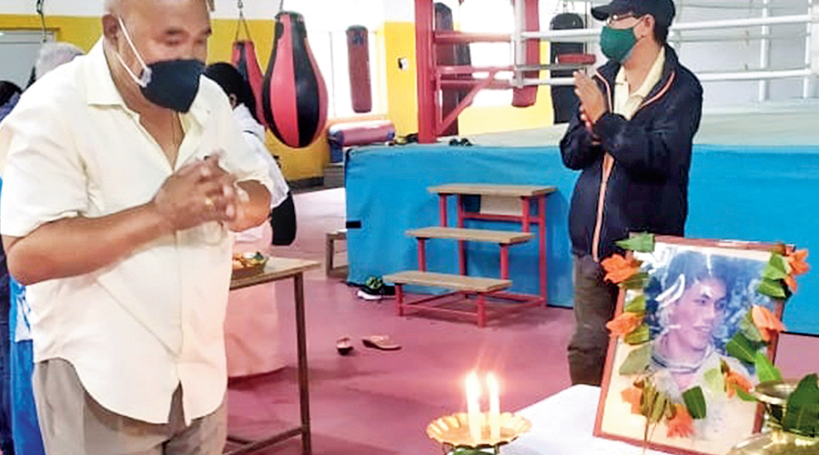 Dronacharya awardee L. Ibomcha Singh pays tribute to Dingko Singh on Thursday.