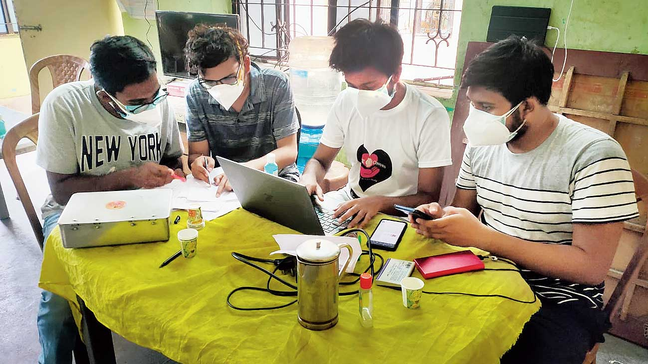 Falguni Abasan boys Bitan, Swayam, Saptarshee and Saikat register residents for vaccination.