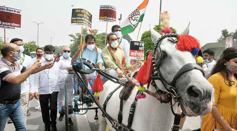 Congress protests fuel price rise