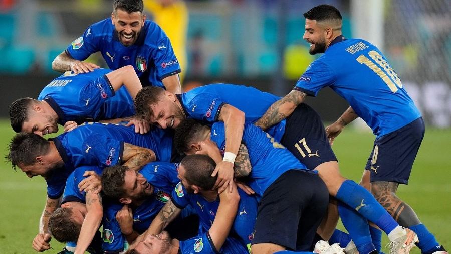 Italy thrash Switzerland 3-0.