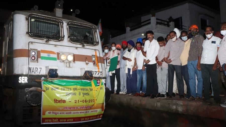 People flag off the Tatanagar -Amritsar Jallianwalla Bagh Special Express train at Tatanagar railway station in Jamshedpur on Monday night.