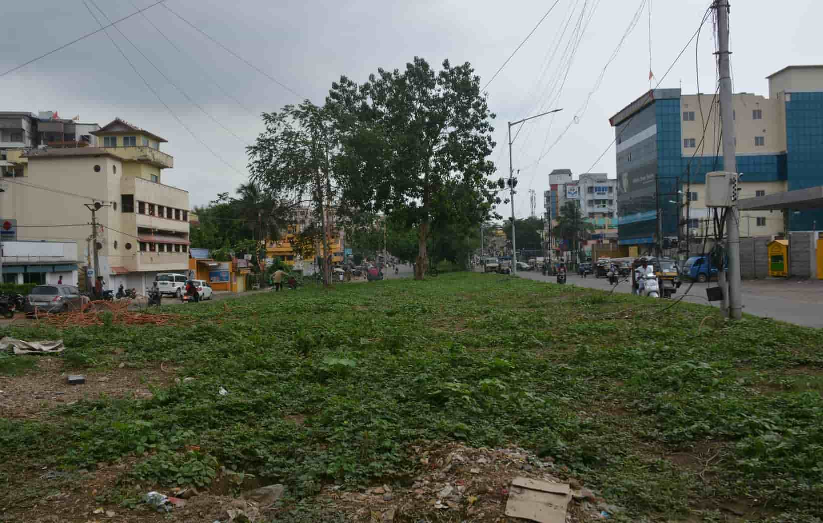 A portion of the central verge of Dimna Road in Jamshedpur which was earlier made encroachment free.