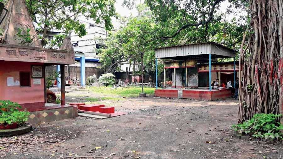 The shedded platform to the right is where wooden pyres are lit at Hazratala burning ghat in Rajarhat