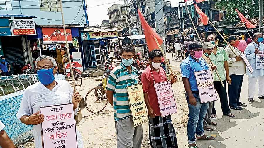 A demonstration against the Centre's farm laws in East Burdwan on Saturday