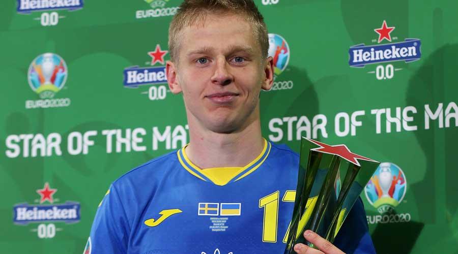 Ukraine hero Oleksandr Zinchenko with the trophy.