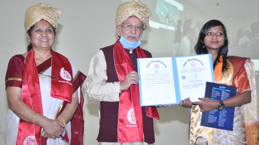 Ranchi University Vice Chancellor Ramesh Pandey and Pro Vice Chancellor Kamini Kumar confer certificates to a few toppers on campus on the occasion of the annual convocation in Ranchi on Monday. The convocation was, however, conducted virtually in all other aspects with Governor Draupadi Murmu addressing students over video hook-up.