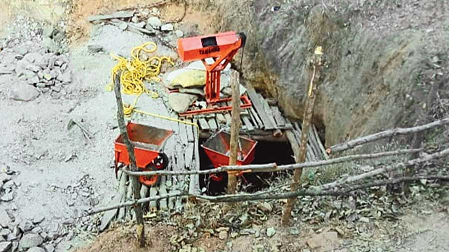 The mining equipment and lift that had broken down at the illegal mica mine in Giridih on Wednesday.