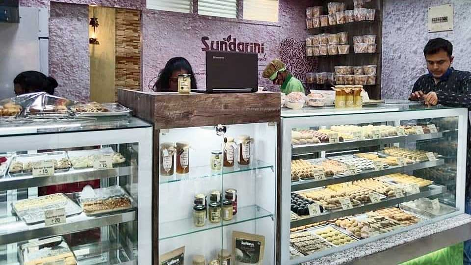 The sweets outlet in HA Block