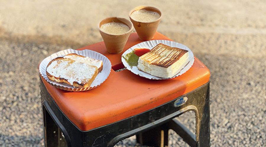 The malai toast, cheese toast and chai at Kona Dukan.