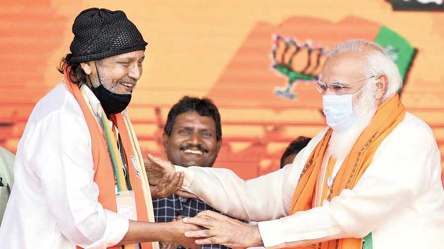 Mithun Chakraborty meets Narendra Modi at the Brigade Parade Grounds on Sunday.