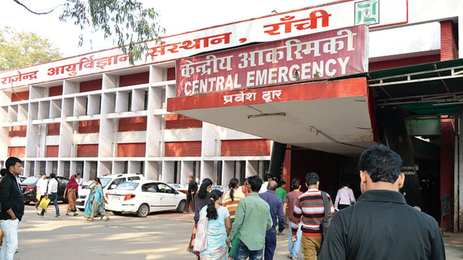 Resident doctors of 6 hospitals including Rajendra Institute of Medical Sciences, Ranchi will be going on an indefinite strike from Tuesday