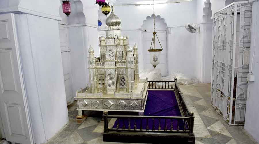 The grave of Nawab Wajid Ali Shah which has a replica of the tomb of Imam Husayn, the third Imam of Islam, placed above it.